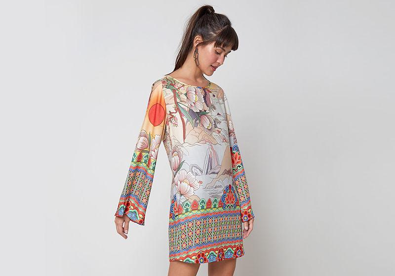 vestido curto manga flare