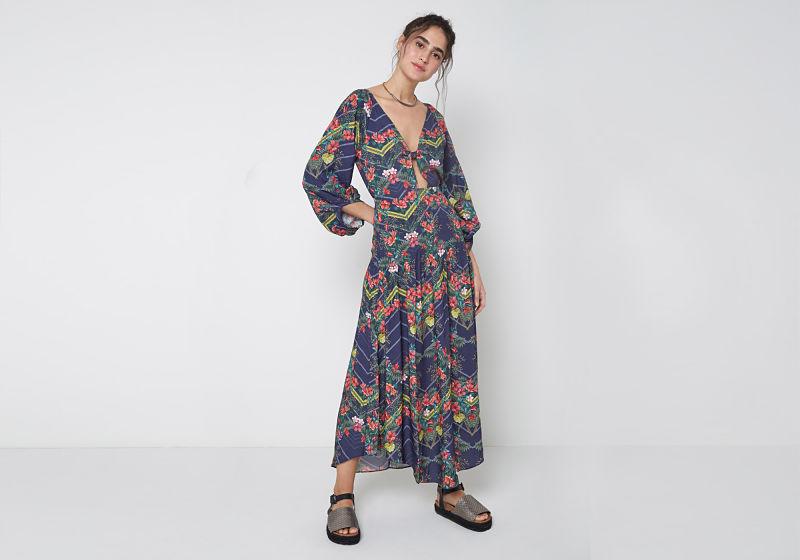vestido longo com manga longa decote