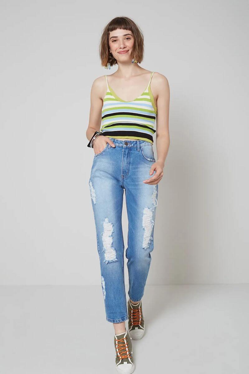 calça jeans destroyed blusa de alcinha listrada