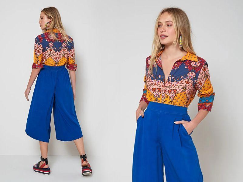 calça panta court azul com camisa estampada