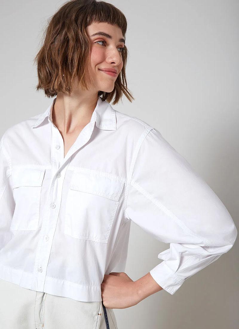 modelo com camisa de linho branca