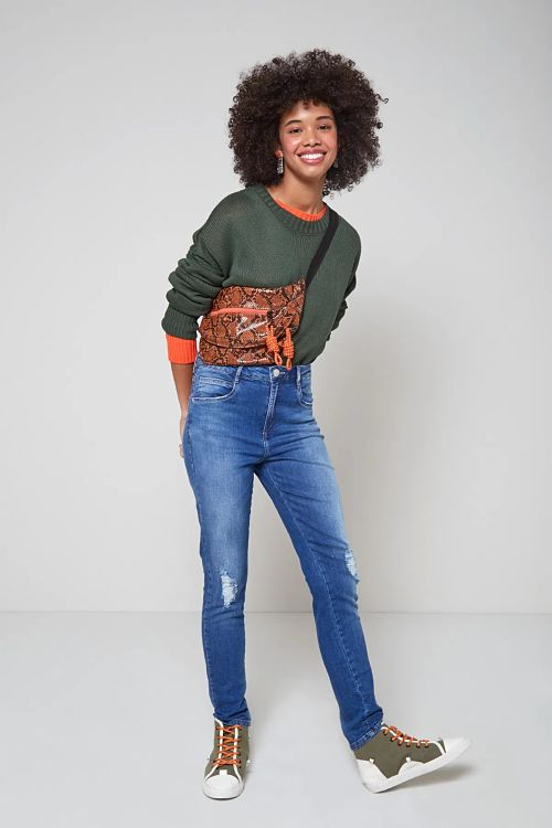 look calça jeans com tênis